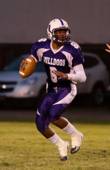 Isaiah Thomas thew  for big yardage in his senior homecoming night. Thomas leads the parish in passing yards.